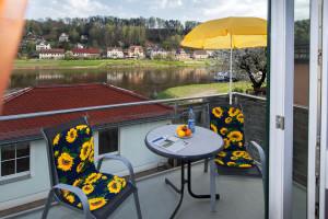 Balkon kleine FW mit Blick zur Elbe
